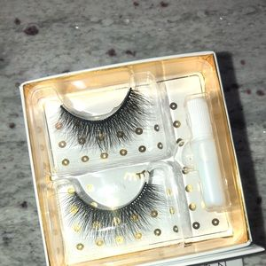 BRAND NEW BATTINGTON LASHES WITH GLUE